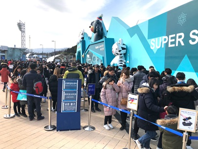 Long queues (up to 90 mins) outside Pyeongchang 2018 Superstore.png